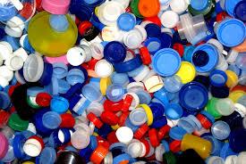 ¿Realmente sirve recoger tapones de plástico?