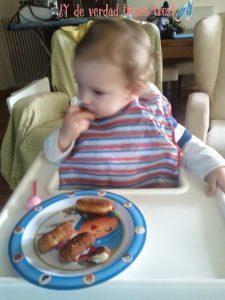 Bebé-croquetas-BLW-transición-independiencia-crianza-blog