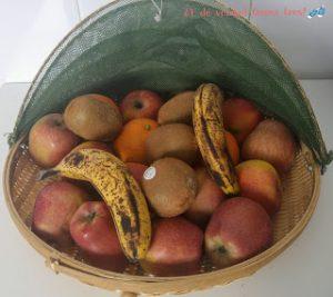 Frutas variadas en un frutero
