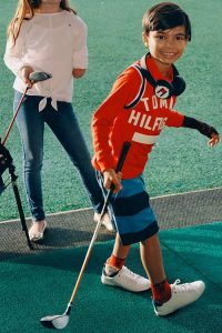 Adaptive-Collection-ropa-inclusiva-adaptada-discapacidad-Tommy Hilfigher