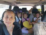 Familia numerosa viajando