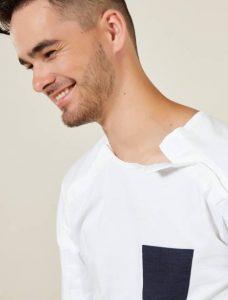 Camiseta Kiabi y A&K classics. Ropa adaptada