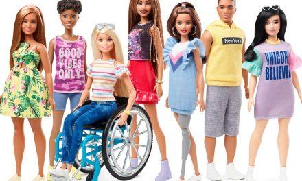 La evolución de Barbie hacia la diversidad: muñecas en sillas de ruedas y con prótesis