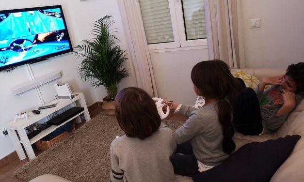 Cuando mi hijo pequeño aprendió a interactuar con su hermano con TEA