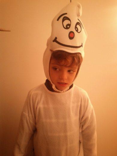 Rodrigo disfrazado de fantasma Halloween TEA