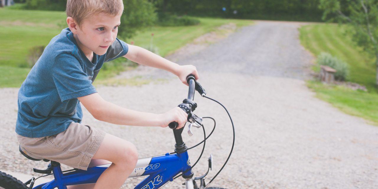 Beneficios de montar en bicicleta para los peques