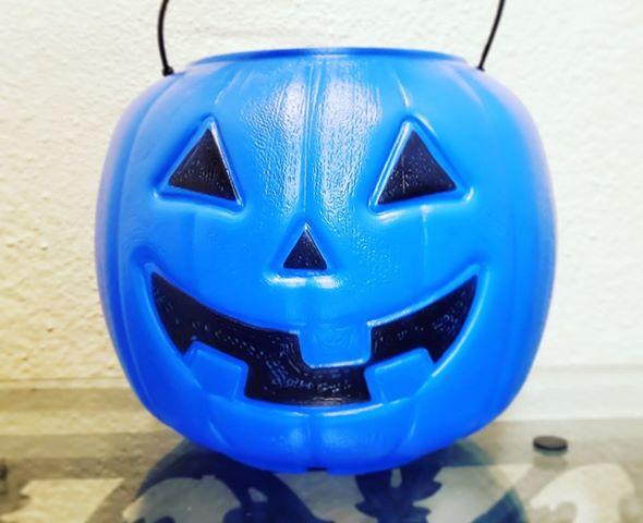 Calabaza de Halloween azul para que la usen niños con autismo