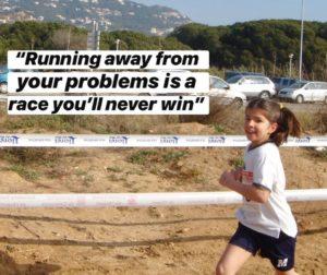 Laura corriendo cuando era pequeña. Stargardt